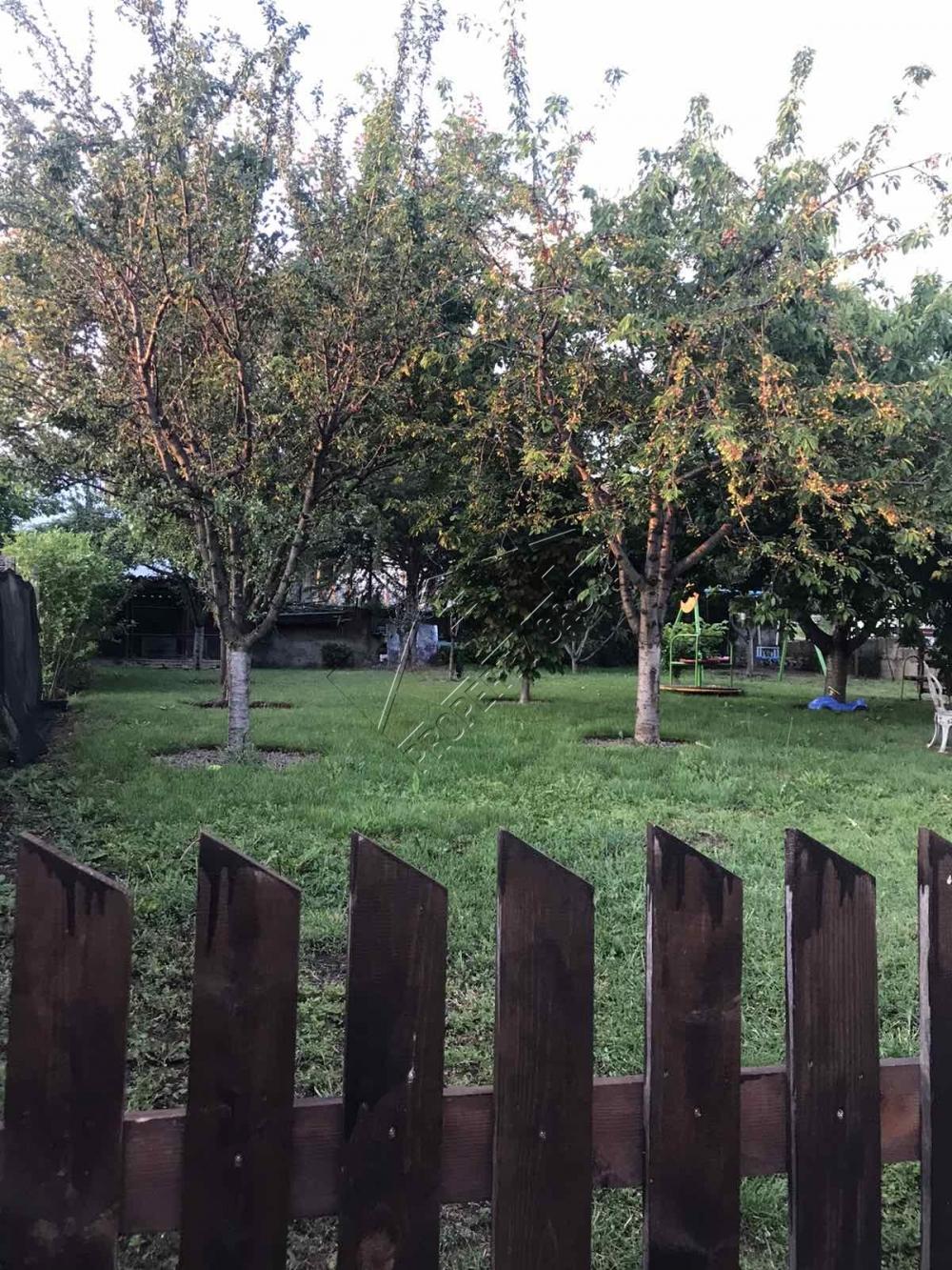 двор на къща