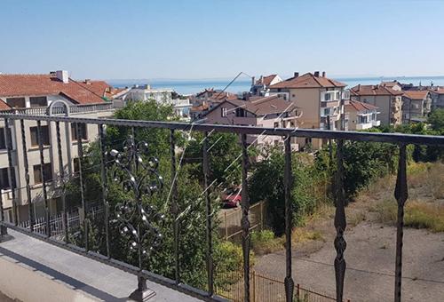 Двустаен апартамент в нова жилищна сграда в квартал Крайморие  област Бургас